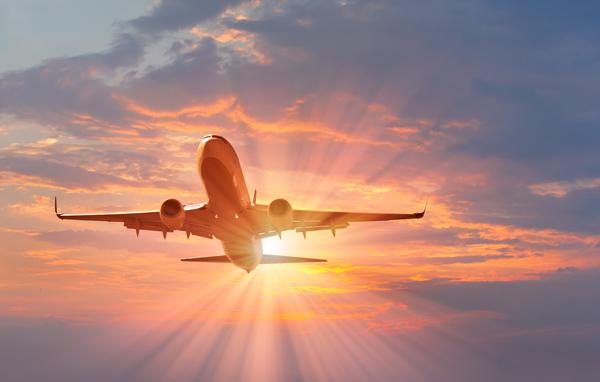 Airliner-in-Flight_287304806_600x382_90